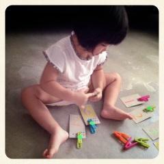 ClothesPegMath2_HomeschoolCrafts